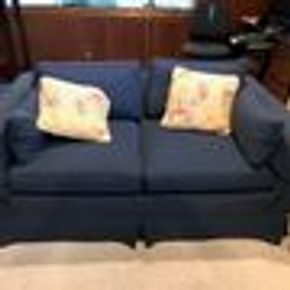 Lot 040 Upholstered Navy Love Seat. 24Hx35Wx62L CAN BE PICKED UP IN GARDEN CITY.