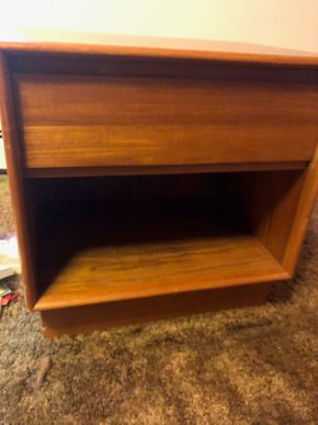 Lot 039 PU Mid Century Modern End Table 21l x 16d x 22h PICK UP IN RVC