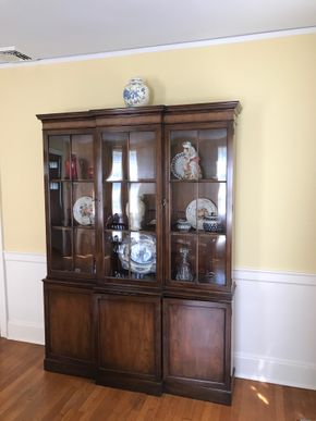 Lot 072 Mahogany China Cabinet with Keys 80Hx14Wx58L