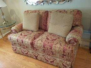 Lot 011 2 Seat Custom Upholstered Thomasville LOVE SEAT 31H x 34W x 59L PICK UP IN GARDEN CITY