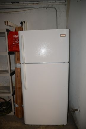 Lot 024 FRIGIDAIRE WHITE REFRIGERATOR PICK UP IN PORT WASHINGTON