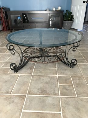 Lot 001 Glass Coffee Table. 16H X 38. PICK UP IN INWOOD.