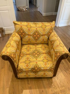 Lot 013 PU Upholstered armchair 40 IN W X 36 IN D X 33 IN H PICK UP IN GARDEN CITY