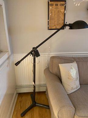 Lot 005 PU Black metal floor telescope  lamp 4-5 FT H Adjustable PICK UP IN GARDEN CITY