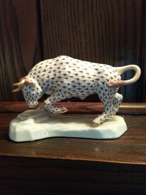 Lot 017 Herand Charger Bull Fishnet Figurine 4.5 x 7 PICK UP IN GARDEN CITY