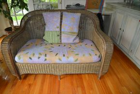 Lot 009 Vintage Wicker 2 Seater Loveseat 34.5H x 55.5W x 26L w/cushion PICK UP IN PORT WASHINGTON, NY