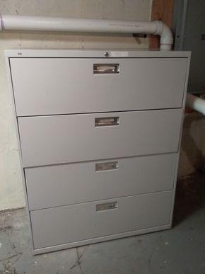 Lot 005 4 Drawer Metal Hon File Cabinet 53.5H x 19.25 x 42L PICK UP IN OCEANSIDE