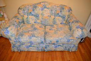 Lot 032 Craft Master Furniture Co.Upholstered Loveseat 36H x 64W x34L PICK UP IN MALVERNE, NY