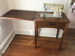 Lot 059 Singer Sewing Machine 30Hx18Wx24Long CAN BE PICKED UP IN GARDEN CITY.