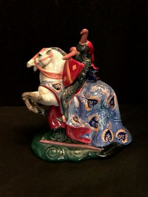 Lot 028 Royal Doulton- The Broken Lance. 8.5 In. T. PICK UP IN BELLMORE.