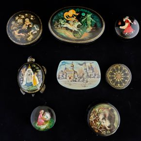 Lot 016 CC-PU needs itemized bill at Pick Up/ Lot of 8 Russian Lacquered Miniature Boxes (size varies ) PICK UP IN CARLE PLACE,NY