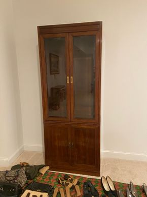 Lot 036 2 door lighted cabinet 32 IN W X 17 IN D X 80 IN H PICK UP IN HUNTINGTON