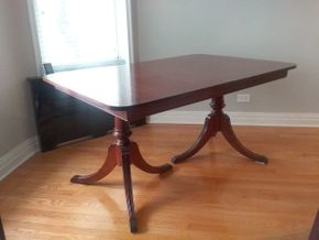 Lot 061 Mahogany Duncan Phyfe Style Diningroom Table 30.5H x 40W x 59.5L PICK UP IN GARDEN CITY