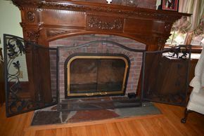 Lot 026 Single Panel Fireplace Screen 2 Door Metal 39H x 49.5W x 1L PICK UP IN MALVERNE, NY
