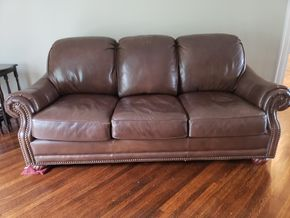 Lot 004 Thomasville Leather Sofa 3 Seater 40H x 86W x 40D PICK UP IN GARDEN CITY, NY