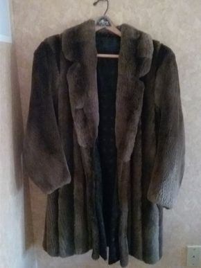 Lot 049 Ladies Sheered Beaver Size Small Coat Excellent Condition PICK UP IN ROCKVILLE CENTRE