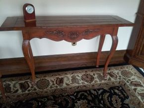 Lot 036 Ethan Allen Wood Console Table 29.5 x 16 x 53.5 PICK UP IN GARDEN CITY