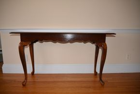 Lot 012 Pick Up Wood Table 28.5H x 16W x 52L PICK UP IN ROCKVILLE CENTRE