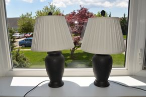 Lot 031 Lot of 2 Table Lamps  Top of Lamp one is Chipped