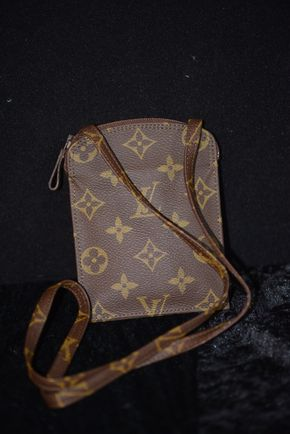 Lot 010 Louis Vuitton Small Pouch with Strap (Pre-owned) 5.5H x 4.125W  PICK UP IN ROCKVILLE CENTRE, NY