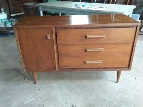 Lot 020 Basset 3 Drawer Dresser AS IS 30.5H x 18W x 48.5L PICK UP IN WESTBURY