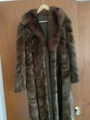 Lot 010 Ladies Sheared Beaver Coat size M.L PICK UP IN GLEN COVE