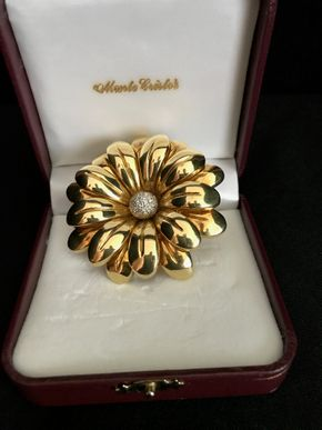 Lot 116 18K Gold Floral Pin apron 2.25 Inches. PICK UP IN GARDEN CITY