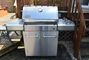 Lot 033 Pick Up/will pay at tag sale  Weber Gas Grill Propane (Working Condition