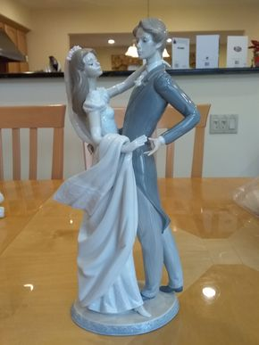 Lot 017 Lladro I Love You Truly Brime and Groom 1528 14 INCHES TALL PICK UP IN OCEANSIDE