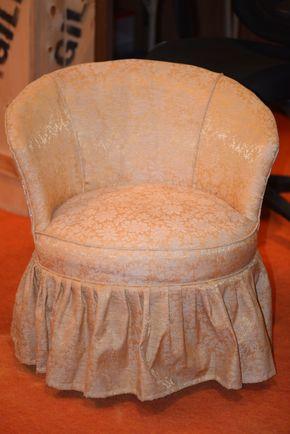 Lot 035 Vintage Upholstered Vanity Chair/Nail Head Trim 27H x 26W x 25.5L