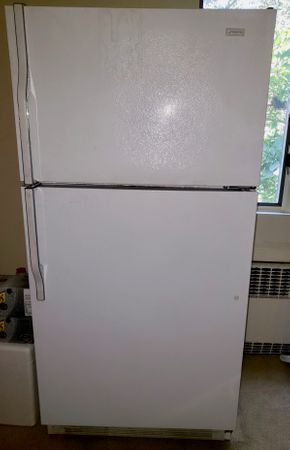 Lot 015 Magic Chef Refrigator/Freezer (RB193A)CONTENTS NOT INCLUDED  AS IS PICK UP IN HEWLETT,NY