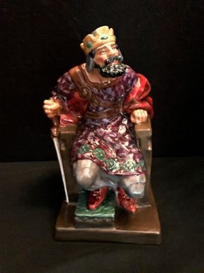 Lot 032 Royal Doulton - The Old King. 10.25 In. T. PICK UP IN BELLMORE.