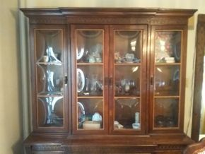 Lot 011 American Drew Bubble Glass China Cabinet 83H x 19W x 65.5L PICK UP IN WEST HEMPSTEAD