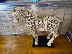 Lot 012 Decorative wood horse statue 30 IN L X 24 IN H PICK UP IN GARDEN CITY