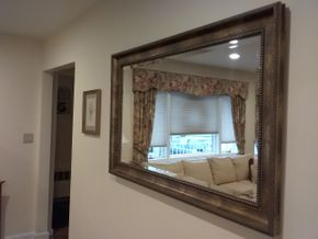Lot 025 Decorative Mirror 31.5 x 48 PICK UP IN OCEANSIDE