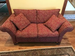 Lot 023 Ethan Allen Love Seat  ITEM CAN BE PICKED UP IN ROCKVILLE CENTRE