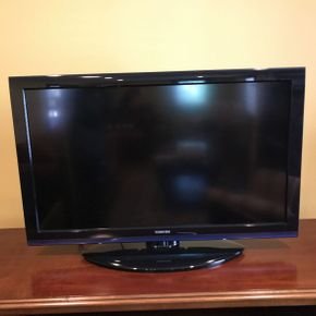 Lot 026 Toshiba 2011 TV with Stand   ITEM CAN BE PICKED UP IN ROCKVILLE CENTRE
