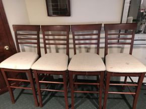 Lot 033 Lot of 4 Wood Bar Stools ITEM CAN BE PICKED UP IN ROCKVILLE CENTRE
