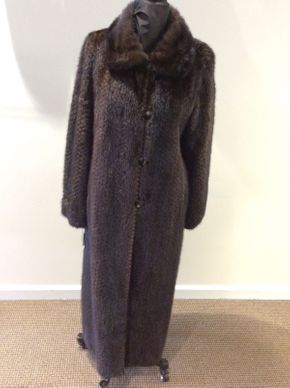Lot 016 Mahogany Long Hair Mink, Popcorn Design Reversible Size 8 52 in Sleeve 31 in Sweep 54 in Style 3033