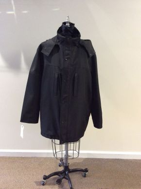 Lot 017 Mens Black Rain Jacket w/Black Rabbit Detach Lining Reversible Size 44 32in Sleeve 32in Sweep 66in  M2887