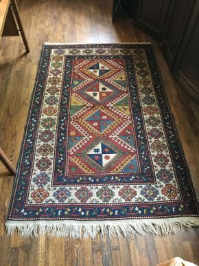 Lot 042 Vintage Hand Made Rug  ITEM CAN BE PICKED UP IN VALLEY STREAM