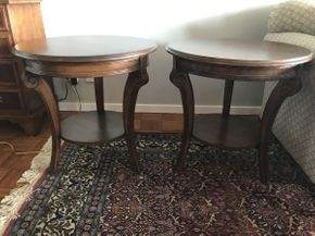 Lot 057 Lot of 2 Round End Tables  ITEM CAN BE PICKED UP IN GARDEN CITY