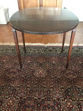 Lot 058 Mahogany Drop Leaf Table ITEM CAN BE PICKED UP IN GARDEN CITY