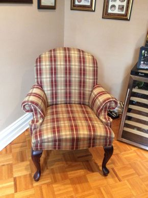 Lot 061 Plaid Arm Chair 37h x 34w x 33d  ITEMS CAN BE PICKED UP IN GARDEN CITY