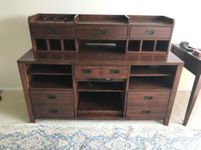 Lot 065 Hooker Furniture Companion Piece with 6 Drawers  ITEM CAN BE PICKED UP IN GARDEN CITY