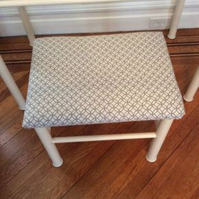 Lot 077 Bench with Fabric Seat 16H x 18.5L X 14D   ITEMS TO BE PICKED UP IN GARDEN CITY