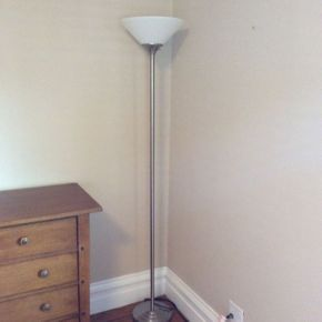 Lot 085 Tall Floor Lamp 71 Inches   ITEMS TO BE PICKED UP IN GARDEN CITY