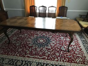 Lot 003 Dining Room Table  ITEM CAN BE PICKED UP IN GARDEN CITY