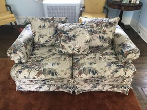 Lot 004 Upholstered Love Seat  ITEM CAN BE PICKED UP IN GARDEN CITY