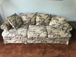 Lot 005 Upholstered Couch ITEM CAN BE PICKED UP IN GARDEN CITY